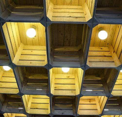 Cajas de madera convertidas en l mparas decoraci n con - Cajones de fruta de madera ...
