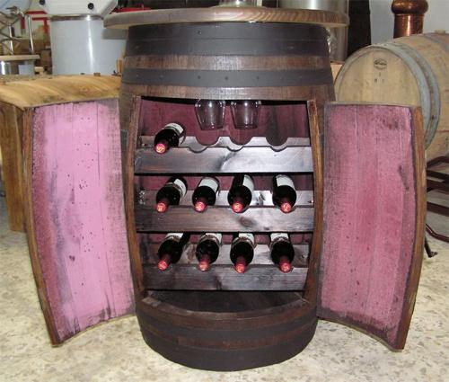 Un botellero con un barril reciclado decoraci n con madera for Muebles reciclados