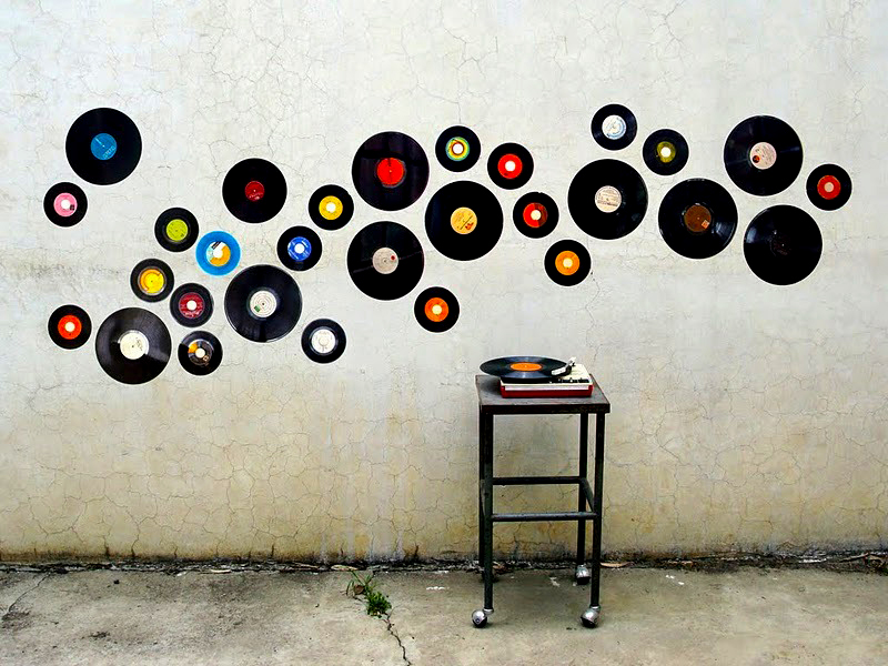 Cuelga discos de vinilo en la pared decoraci n con madera for Vinyl record decoration ideas