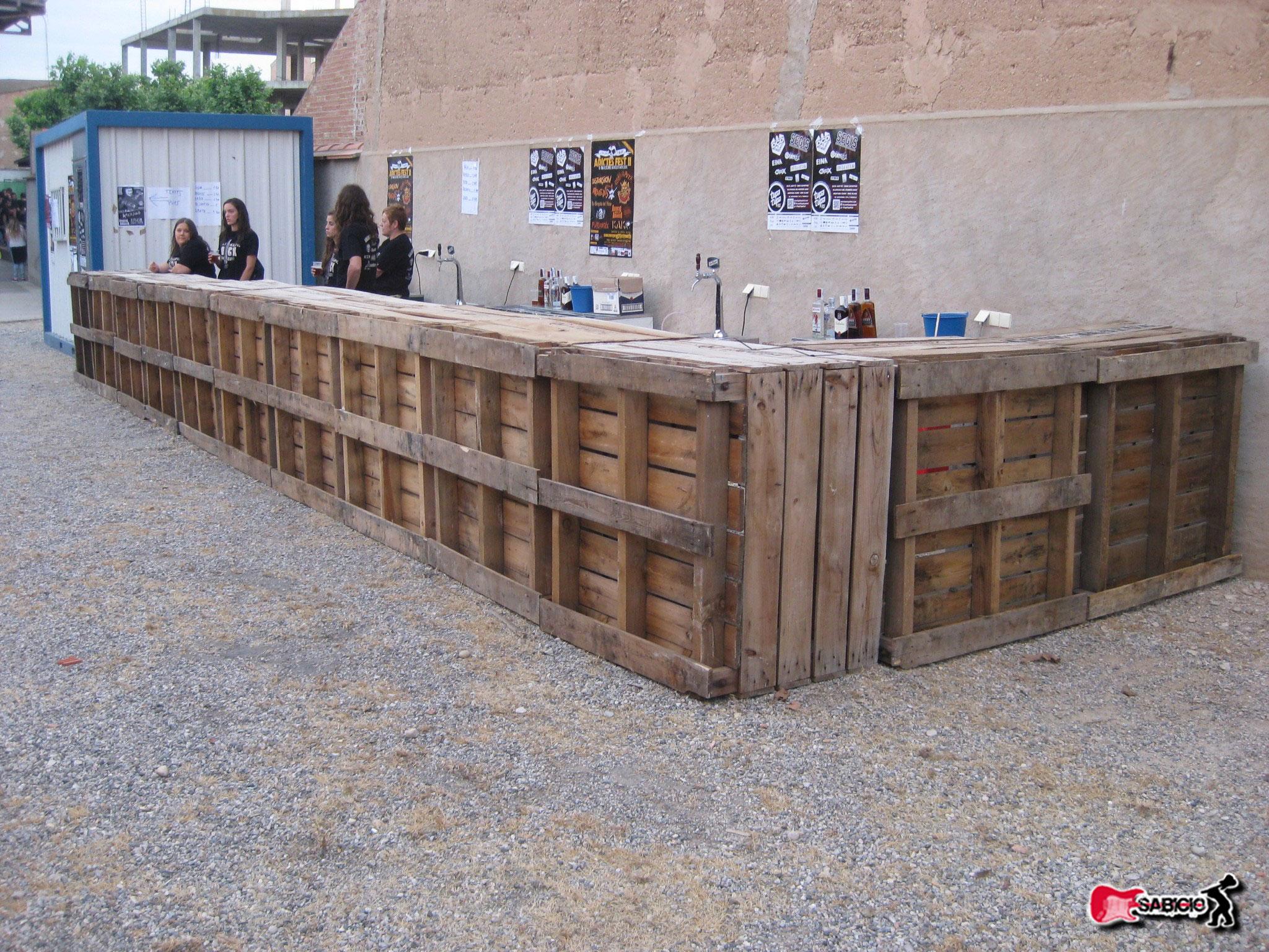 Palets barras para festivales decoraci n con madera - Palet de madera decoracion ...